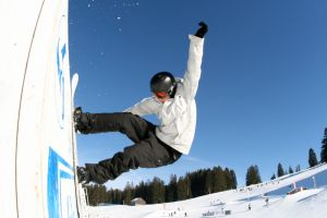 1039364_snowboarder_1.jpg