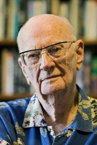 Артур Кларк (1917-2008), английский писатель-фантаст, учёный, футуролог и изобретатель.