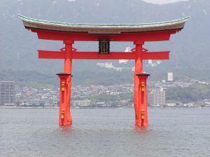 466944_itsukushima_o-torii_3.jpg