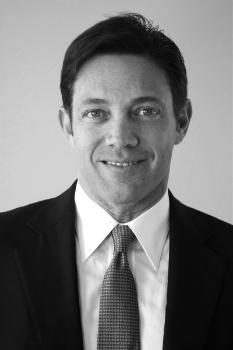 Джордан Росс Белфорт (9 июля 1962) - американский оратор-мотиватор и бывший брокер.