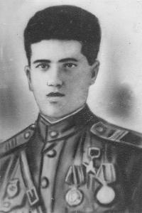 Вердиев Аваз Гашим оглы (1916-1945) - командир отделения автоматчиков в годы Великой Отечественной Войны, Герой Советского Союза
