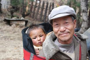 963393_people_in_lijiang_china.jpg