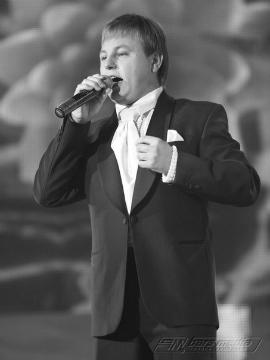 Ильнар Сайфиев - певец татарской эстрады,  родился в деревне Биклянь, Тукаевский район Татарстана, 23 октября 1986 года.