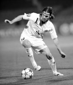 Велиза́р Костади́нов Димитро́в (13 апреля 1979) - болгарский футболист, полузащитник.