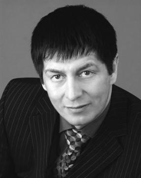 Ильда́р Юну́сович Мама́тов (р. 3 августа 1962; Оса, Пермская область) — российский издатель, бизнес-консультант, путешественник.