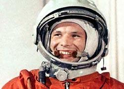 Юрий Гагарин (1934 - 1968), легендарный русский советский лётчик-космонавт, первый человек, совершивший полёт в космос