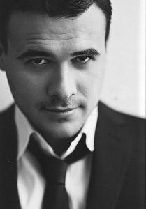 Эмин Арас оглы Агала́ров (род. 12 декабря 1979) - азербайджанский и российский певец и музыкант, автор песен, предприниматель.