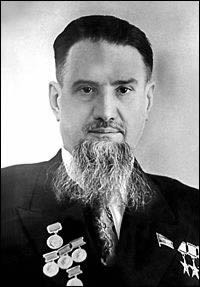Игорь Курчатов (1903-1960), выдающийся советский физик, «отец» атомной бомбы. Академик, основатель Института атомной энергии.