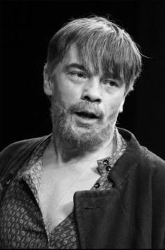Любим Торцов - герой комедии А.Н.Островского «Бедность не порок» (1853, первонач. назв. «Гордым бог противится»).