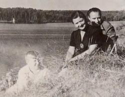 Андрей Миронов с родителями