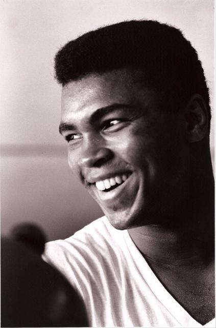 Мохаммед Али (17 января 1942 г., Луисвилл, Кентукки, США) - боксер.