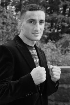 Каро Мурат (англ. Karo Murat, род. 2 сентября 1983 года) — немецкий боксёр-профессионал армянского происхождения