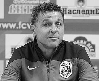 Радик Рамильевич Ямлиханов (30 января 1968) - советский и российский футболист, известный по выступлениям за «Уралмаш» и «Факел»