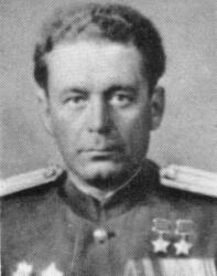 Захар Слюсаренко (1097-1987), генерал-лейтенант танковых войск, дважды Герой Советского Союза.