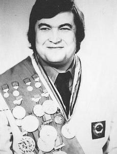 Султан Сабурович Рахма́нов-  советский тяжелоатлет, чемпион Европы, чемпион мира, олимпийский чемпион.
